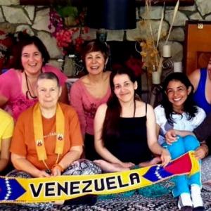 Help Las Venezuelanas Go To Mexico