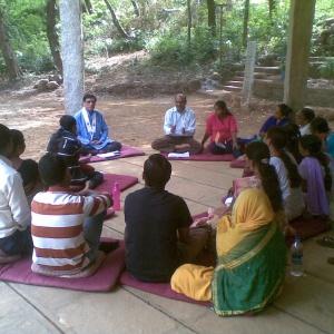 Dh. Ratnavajra leading Group Study