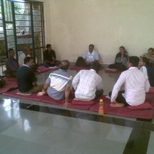 Dh. Jutindhar leading Group study