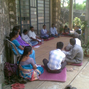 Dh. Yashobhara leading Group Study