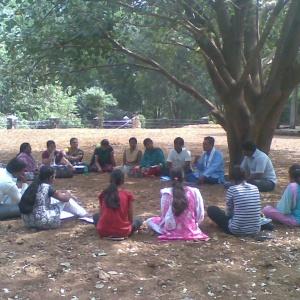 Dh. Yashoratna Leading Group Study under Bodhi Tree