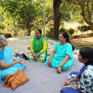 Dhammacharini Abhayavati with group