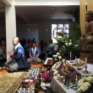 Recinto y meditación en un festival