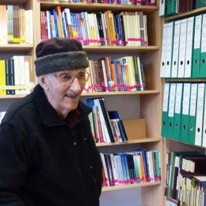 Bhante visits his library