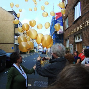 40 golden balloons