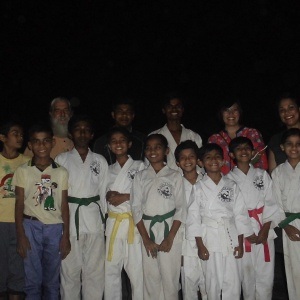 Group photo of Karatekas with Khemadhamma