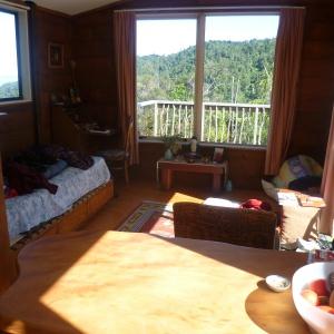 Tara solitary cabin: living space