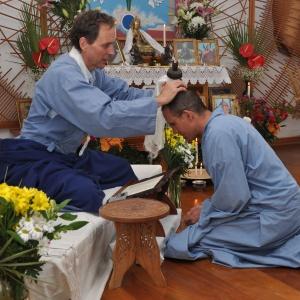 Moksananda publicly ordaining Vimokkhadipa