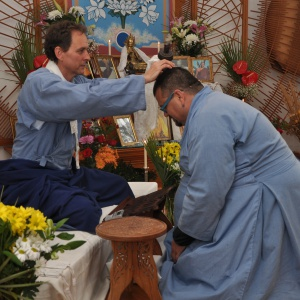 Moksananda publicly ordaining Silamani