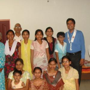Saccadhamma, Aryaketu, Sheetal, Ojas, teachers and community members.