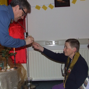 offering the three offerings to the shrine, de drie offeringen aan de schrijn